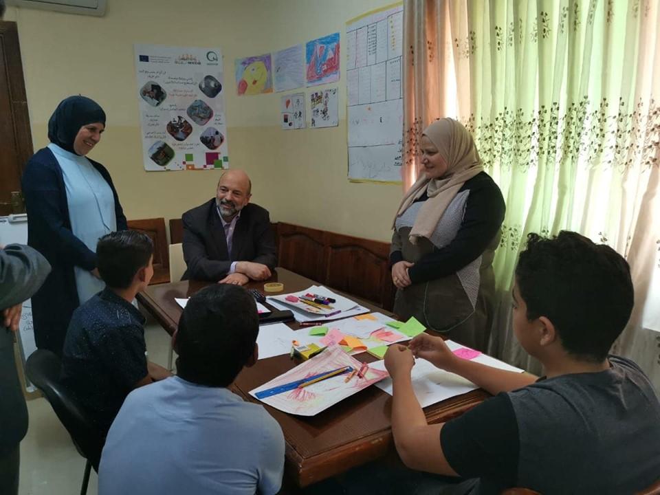 """""""الرزاز"""" و """"اسحاقات"""" في زيارة لدار رعاية أطفال عمان"""