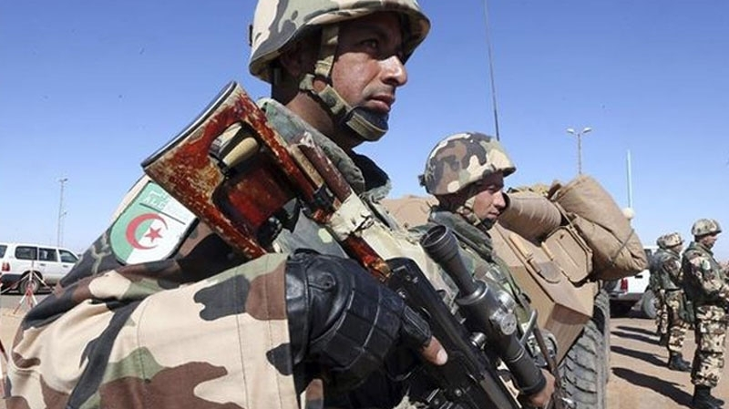 الجيش الجزائري يشن حملة ضد إرهابيين قرب العاصمة