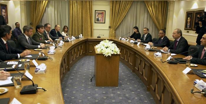 وزير الخارجية يلتقي وفدا من أعضاء الكونجرس الأميركي