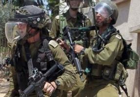 اشتباكات بين فلسطينيين وجنود اسرائيليين بالقدس بعد استشهاد نشطاء في جنين