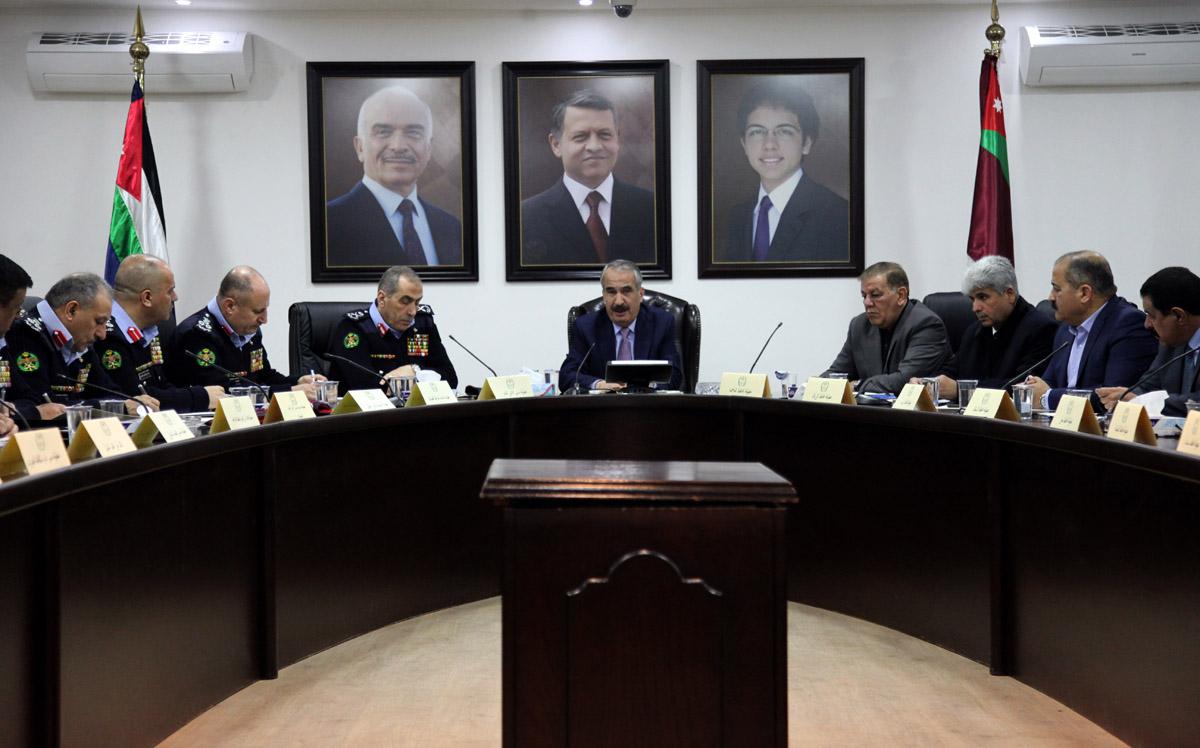 وزير الداخلية يترأس اجتماعا لمناقشة عدد من قضايا العمل الشرطي والاداري