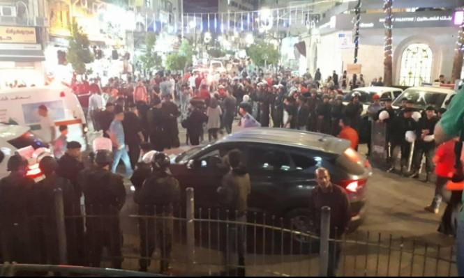 """الأجهزة الأمنية في رام الله تقمع مسيرة """"إرفعوا العقوبات عن غزة"""" السلمية.."""