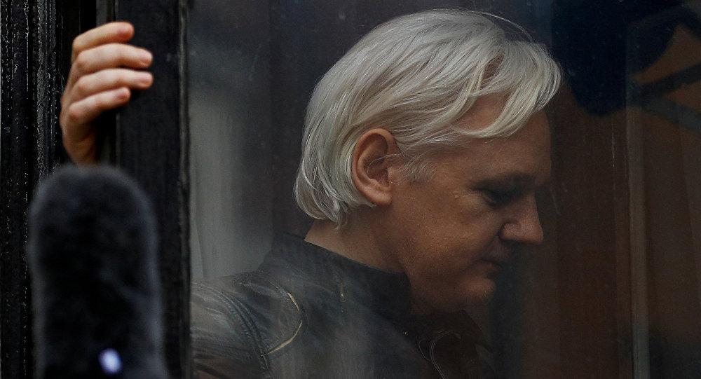 النيابة السويدية تطلب من المحكمة إصدار أمر اعتقال لمؤسس ويكليكس