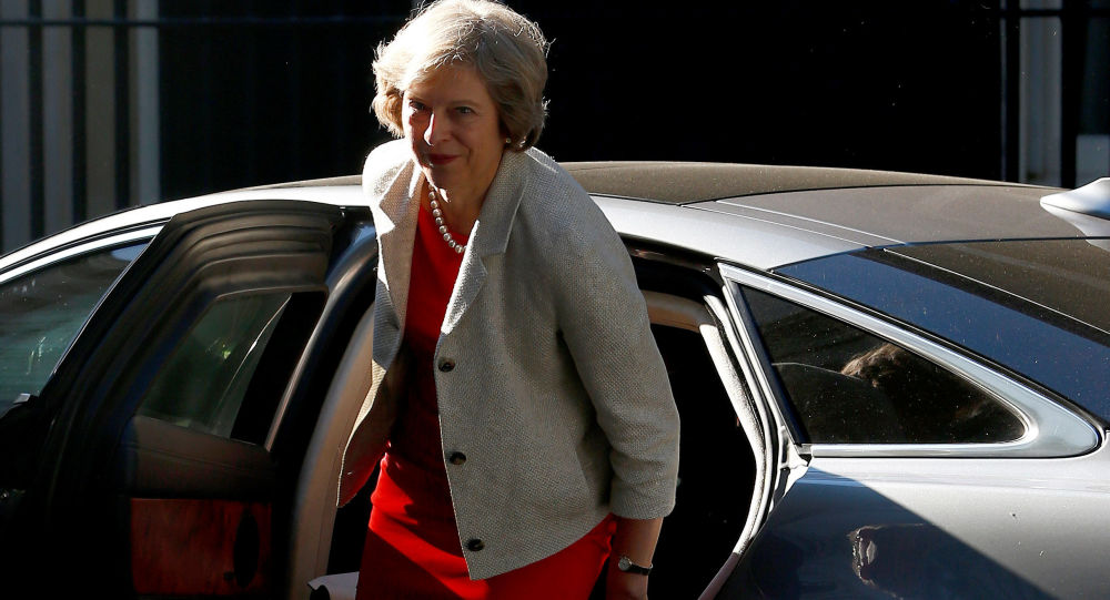 """تعرض موكب رئيسة وزراء بريطانيا """"ماى"""" لحادث تصادم فى بروكسل"""