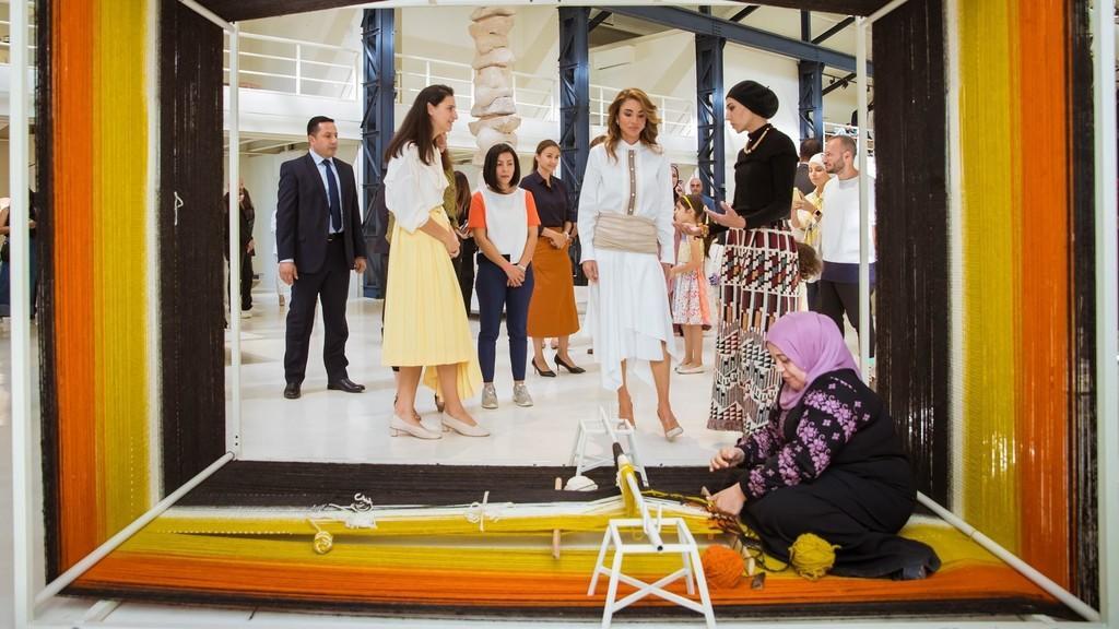 الملكة رانيا تحضر جانبا من فعاليات أسبوع عمان للتصميم