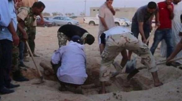 الجيش الوطني الليبي يكشف مقبرة جماعية لأطفال ومرتزقة من قوات الوفاق