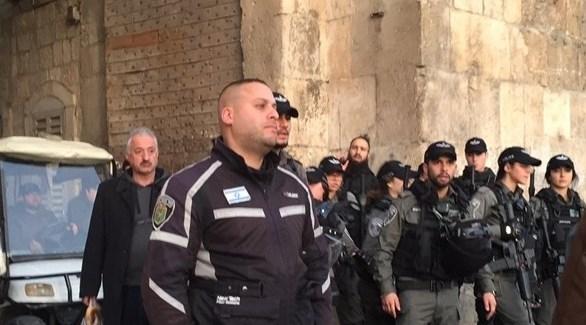قوات الإحتلال الإسرائيلي تعتدي على المصلين في الأقصى