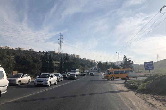 طريق حيوي في عمان يشكل خطورة على حياة المواطنين