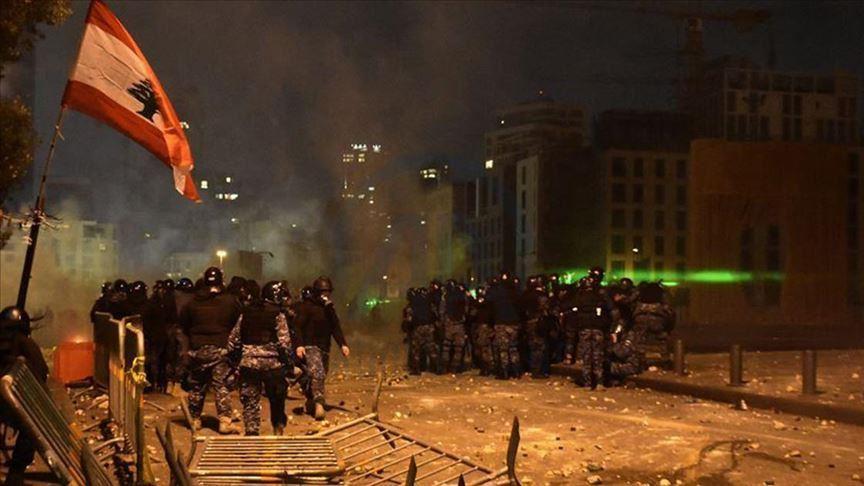 لبنان: مواجهات بين المتظاهرين وقوات الأمن قرب مقر الحكومة