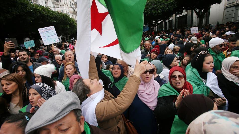 مظاهرات في الجزائر للمطالبة بإصلاح شامل يطال النخبة الحاكمة ويضع حداً للفساد