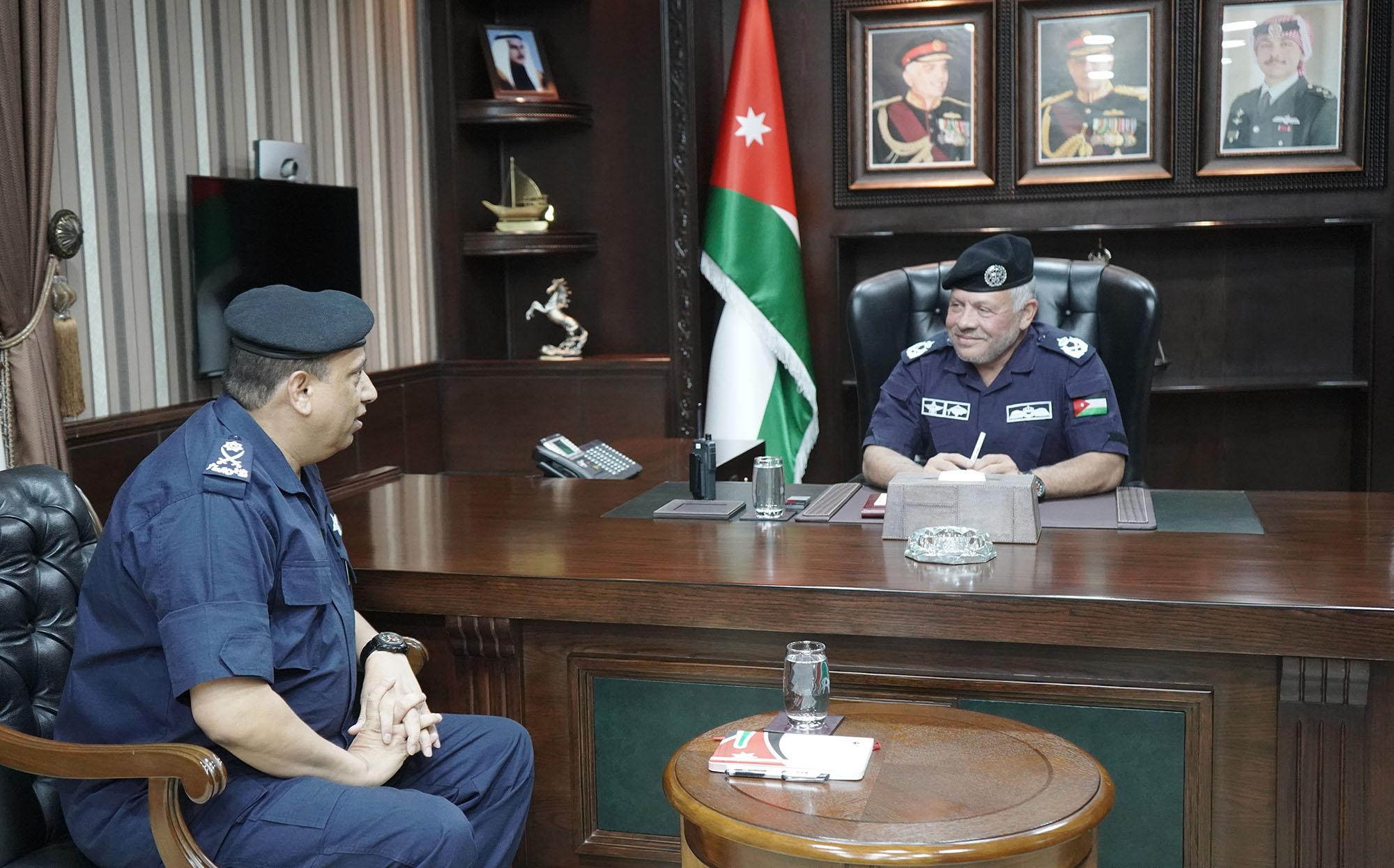 الملك يزور مديرية الأمن العام ويؤكد ضرورة الإسراع بعملية الدمج لتحسين أوضاع العاملين والمتقاعدين