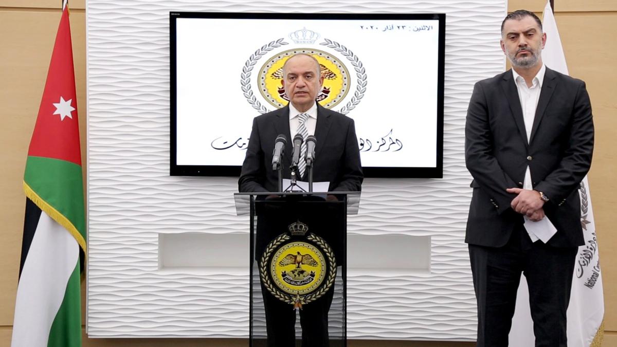 العضايلة: الحكومة ستبدأ بإيصال المستلزمات الأساسيّة للمواطنين غداً