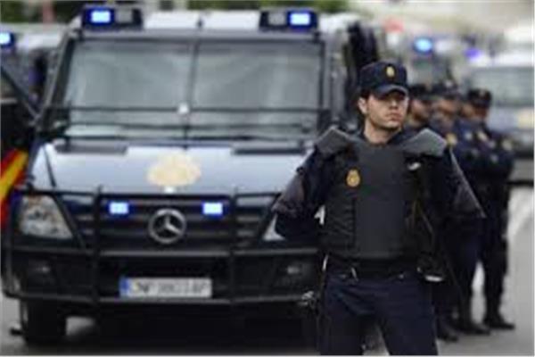 إسبانيا تحظر دخول معظم الأجانب إلى أراضيها لمدة شهر