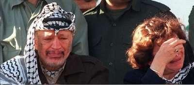 صورة نادرة.. حين بكى عرفات في غزة