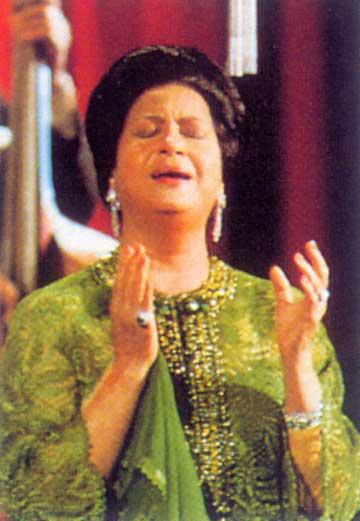 امام مسجد يغنّي لأم كلثوم اثناء خطبة الجمعة