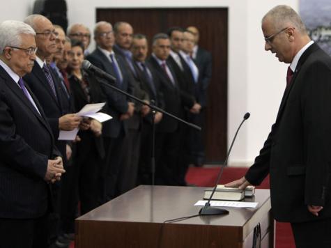حكومة الحمد الله تؤدي اليمين أمام عباس