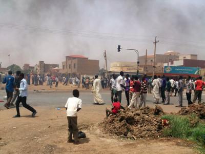 سقوط 7 قتلى في مواجهات مع الشرطة إثر اتساع دائرة الاحتجاجات في السودان