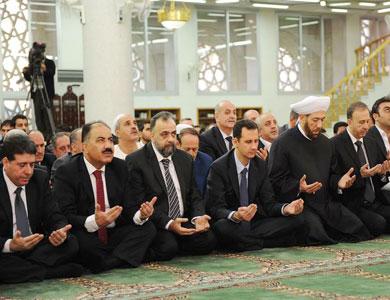 قذائف وصواريخ وقصف بأنحاء متفرقة من سورية والأسد يؤدي صلاة العيد