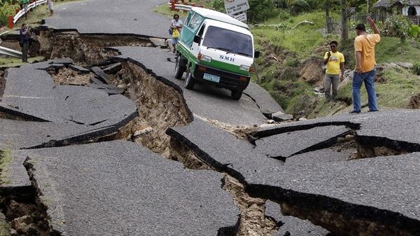 زلزال قوي يهز الفلبين ومقتل 67 على الأقل