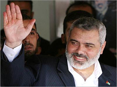 هنية يدعو فلسطينيي سورية للقدوم لغزة وعدم المخاطرة بركوب البحر