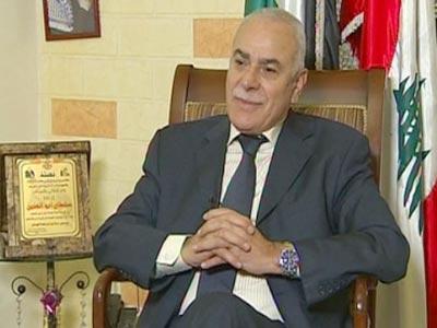 القيادي الفتحاوي سلطان أبو العينين يغادر رام الله الى لبنان