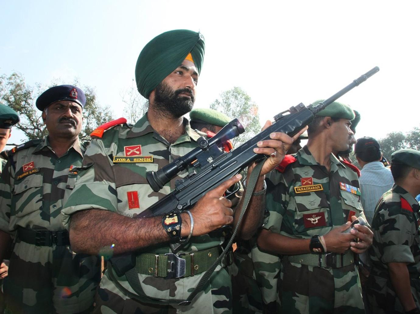 """الجيش الهندي يعلن مقتل 5 متمردين في اشتباكات""""كشمير"""""""