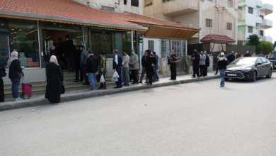 الشؤون الفلسطينية تطلق حملة لتوزيع الخبز في المخيمات