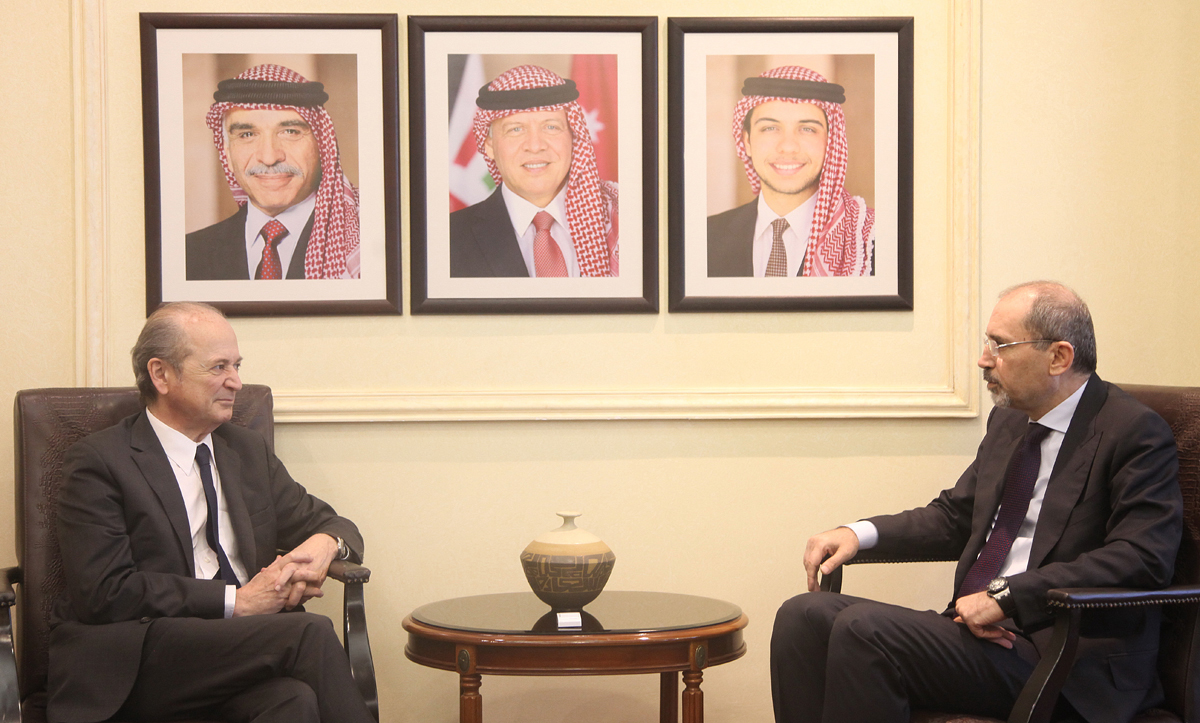 وزير الخارجية يجري محادثات مع المبعوث الشخصي للرئيس الفرنسي لسوريا