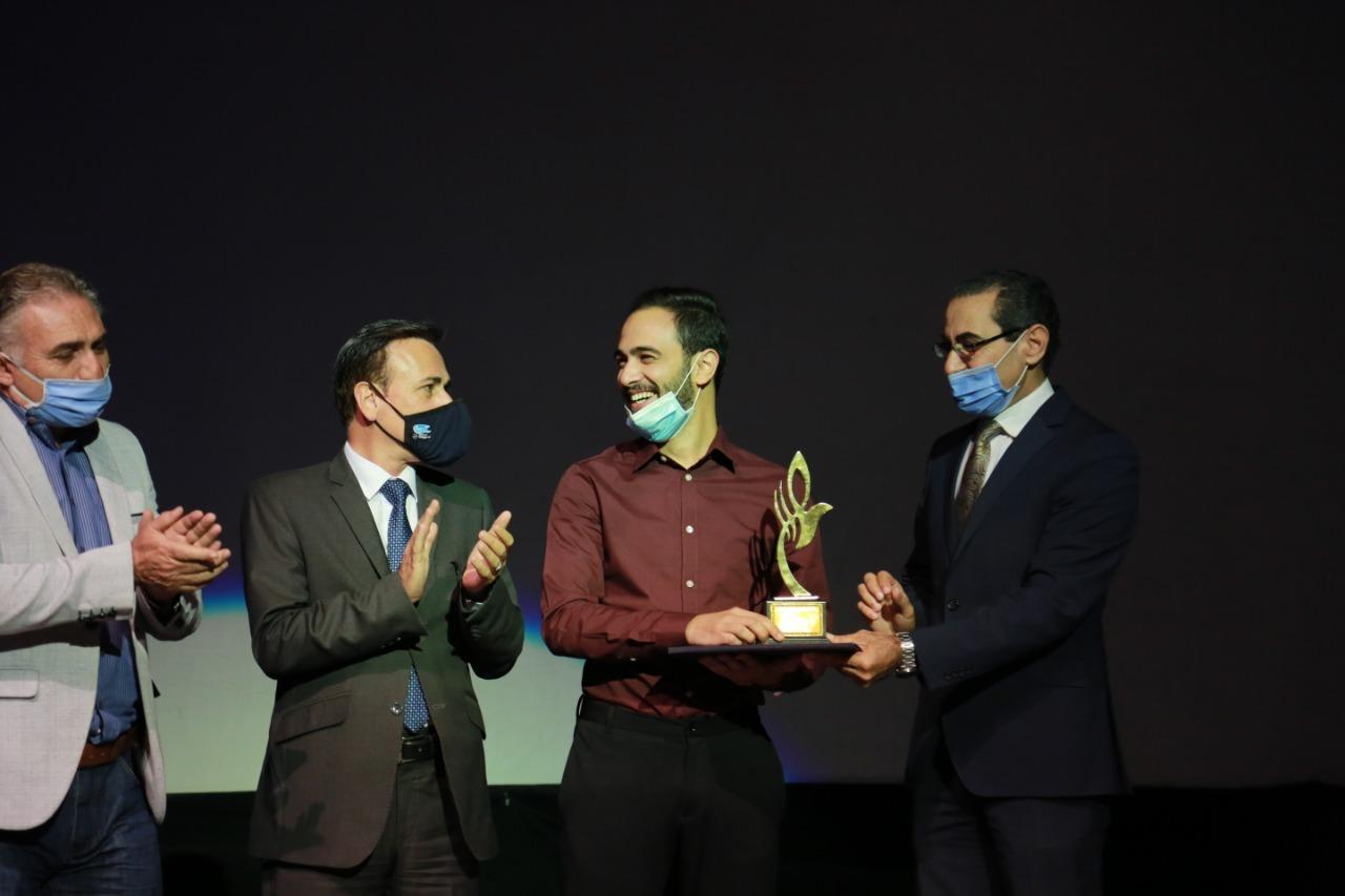 مسرحية طرق تفوز بجائزة أفضل عمل متكامل بمهرجان ليالي المسرح الحر