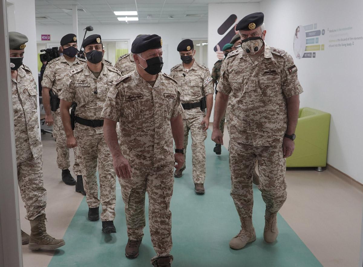 جلالة الملك يفتتح في الزرقاء أول مستشفى ميداني عسكري مخصص لمصابي كورونا