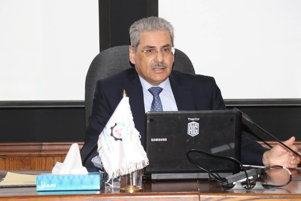 أمين عام المجلس الأعلى للعلوم يحاضر بكلية الدفاع الوطني