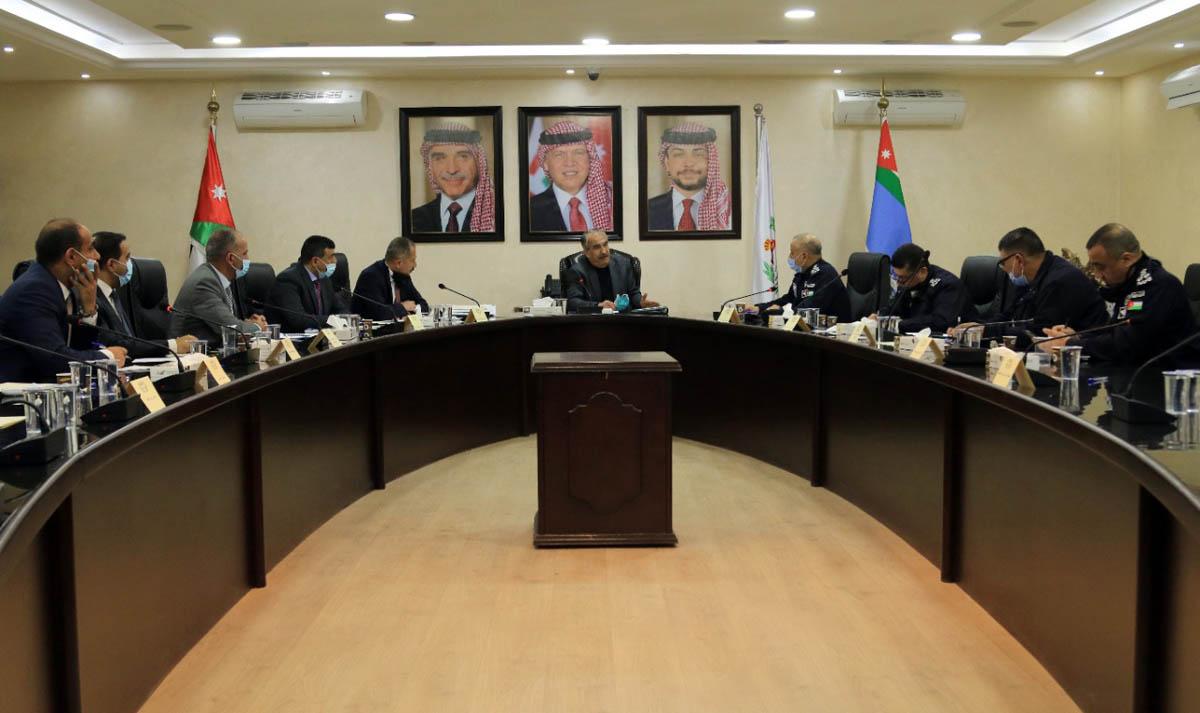 وزير الداخلية يؤكد ضرورة الالتزام بأوامر الدفاع وأوقات الحظر