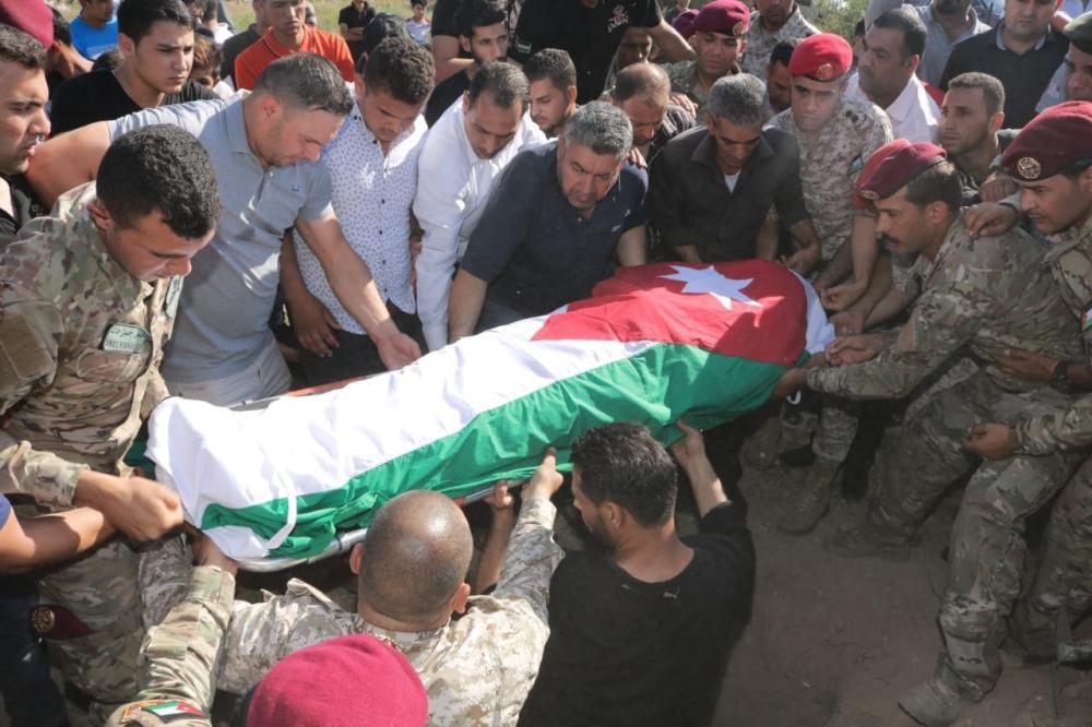القيادة العامة للقوات المسلحة الأردنية تشيع جثمان الشهيد الدواغرة