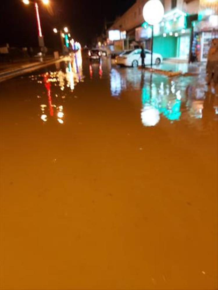 عجلون: ارتفاع منسوب المياه على إشارة عبين يعيق العملية المرورية