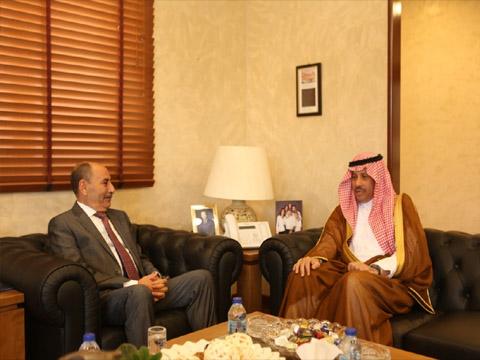 وزير الاشغال العامة والإسكان فلاح العموش يلتقي السفير السعودي بعمان نايف بن بندر السديري