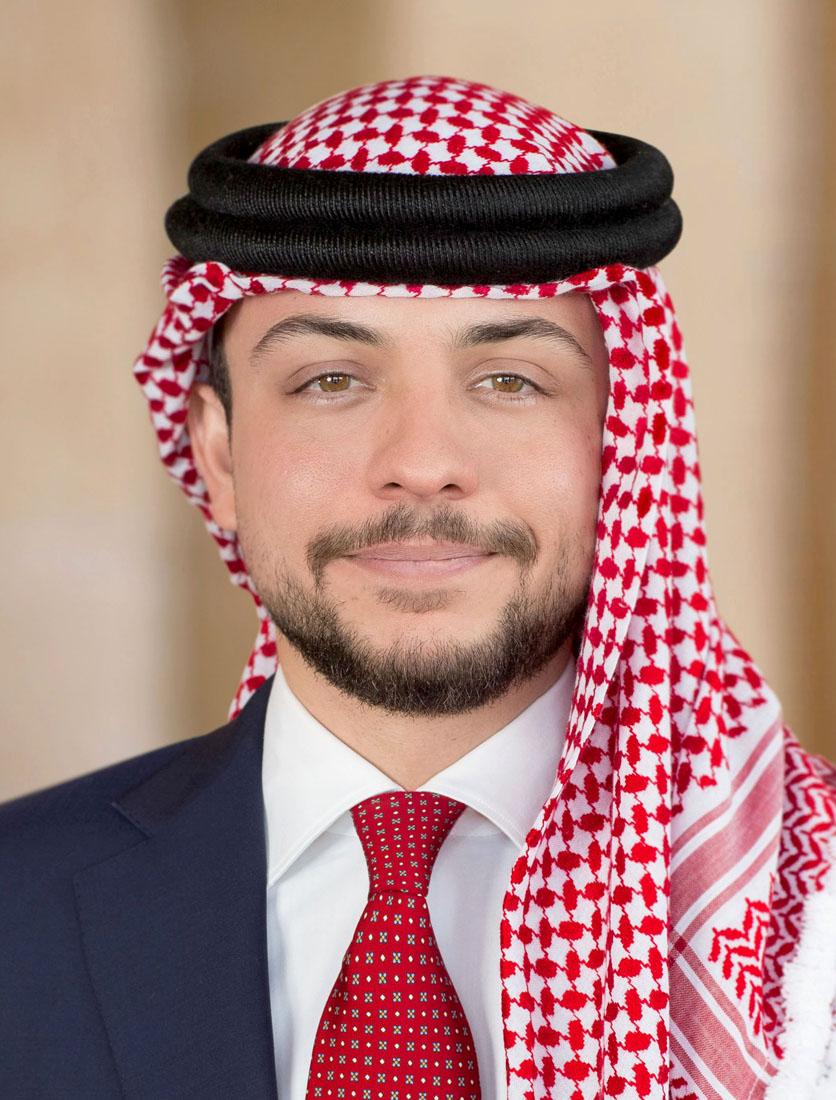 سمو ولي العهد يشارك الأردنيين في رفع العلم بمناسبة عيد الاستقلال