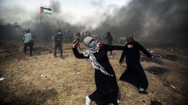 """3 شهداء وعشرات الإصابات بقمع الإحتلال الإسرائيلي لمتظاهري """"مسيرات العودة"""" شرق القطاع"""