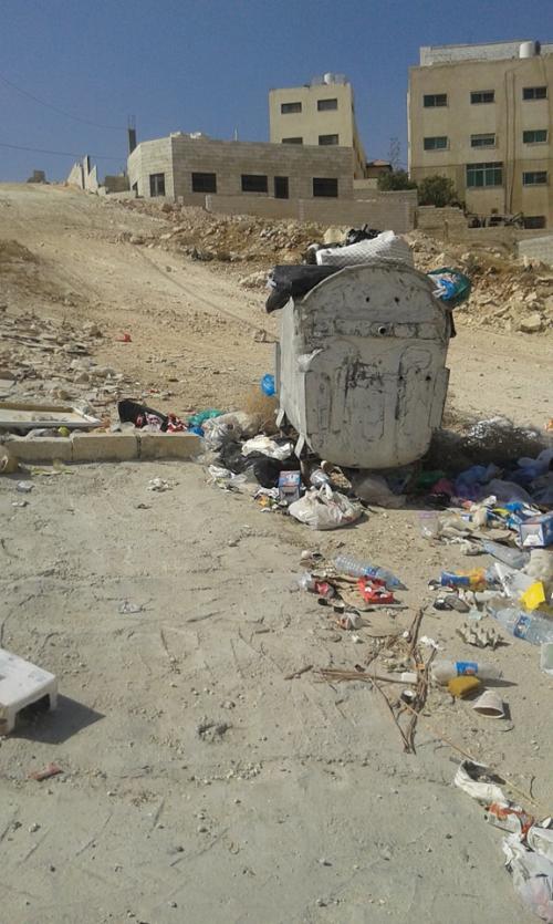 سكان المرقب يعانون من تجمع النفايات ...