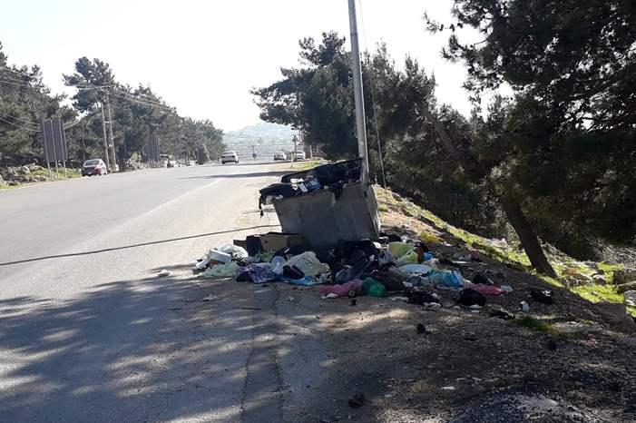 تراكم النفايات على مدخل محافظة عجلون ...