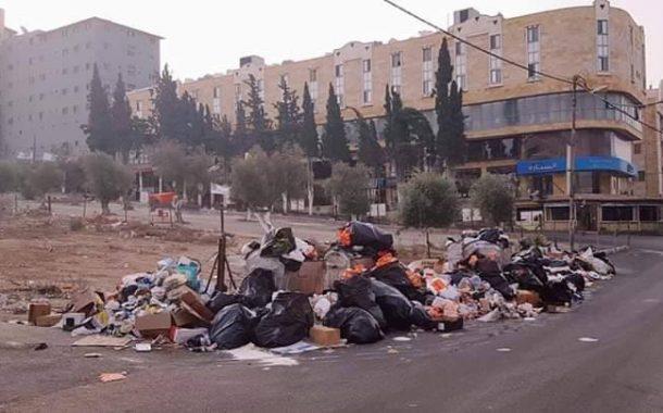 تراكم النفايات في منطقة مخيم حطين ...