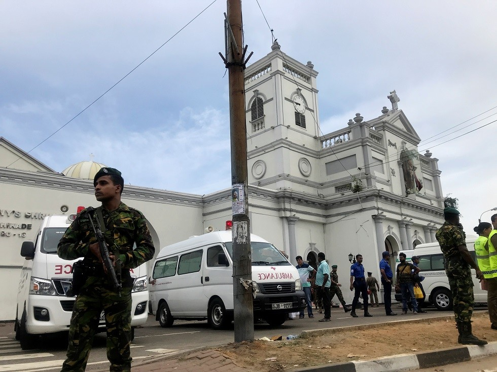 قتلى وجرحى جراء تفجيرات استهدفت كنائس وفنادق خلال الاحتفال بعيد الفصح في العاصمة السريلانكية