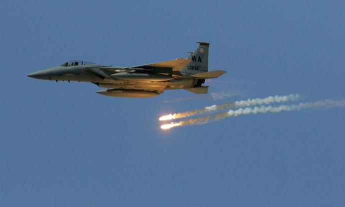 التحالف الدولي يقصف داعش قرب الحدود بين العراق وسوريا