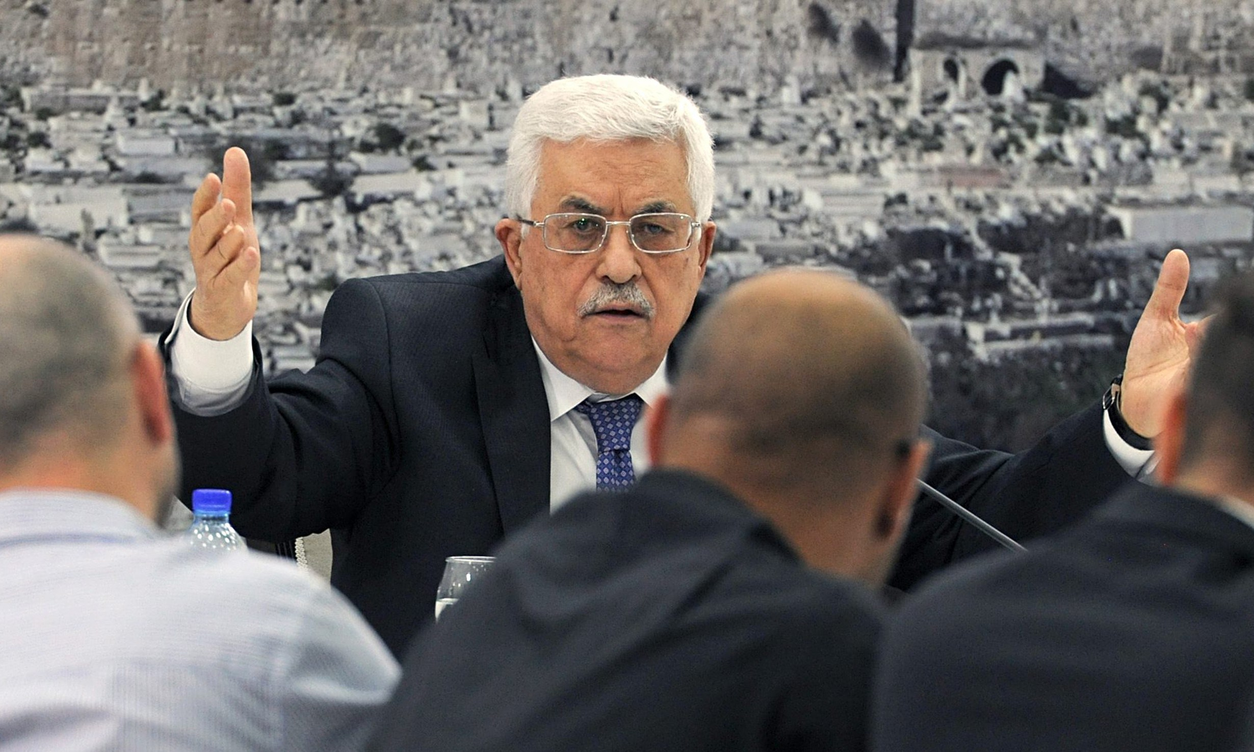 """""""واللا"""" العبري: انذارات عباس الأخيرة لحماس ستنتهي بحرب دموية بغزة!"""
