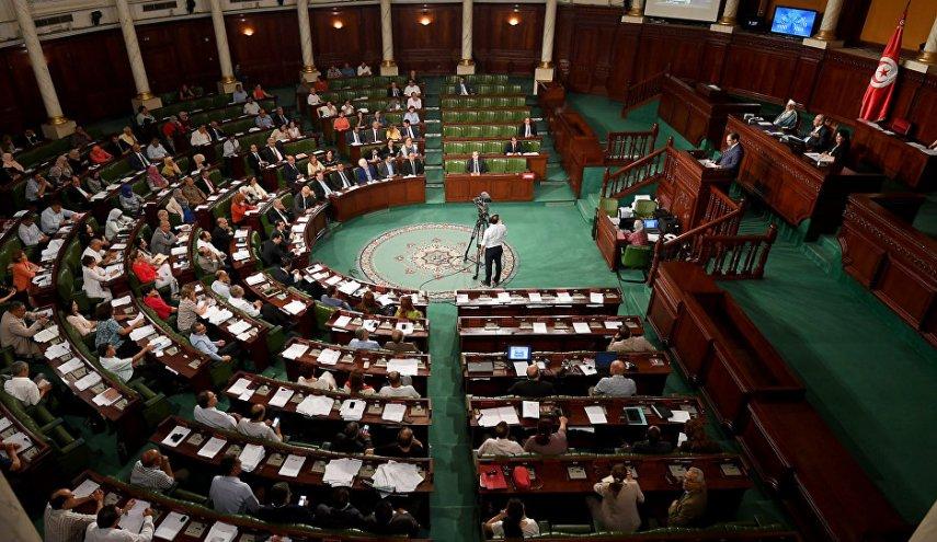 """نواب يعتصمون داخل البرلمان التونسي ويهددون بالتصعيد ضد """"النهضة"""" الإسلاموية"""