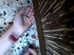 فتاة تنتحر بعدما رفض والدها شراء هاتف محمول