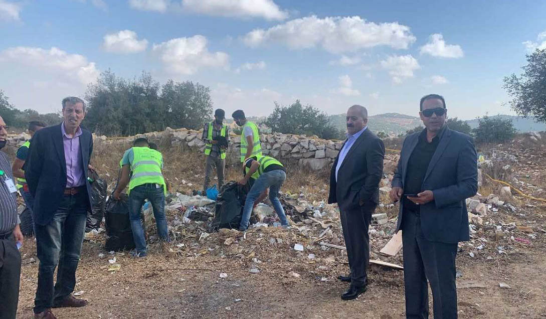 حملة نظافة لموقع بغابات برقش تعرض لإلقاء النفايات