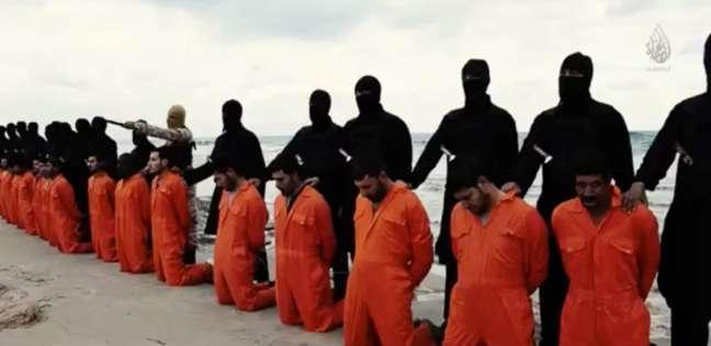"""أحد عناصر """"داعش"""" يكشف التفاصيل الكاملة لذبح الأقباط المصريين في ليبيا"""