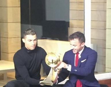 كريستيانو رونالدو يضيف جائزة جلوب سوكر لإنجازاته في 2017