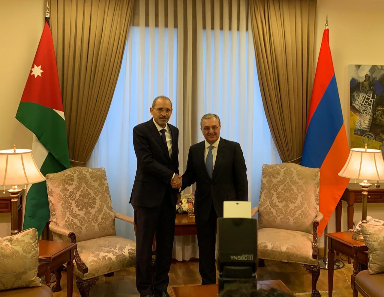 الصفدي يجري محادثات في ارمينيا لتعزيز التعاون الثنائي