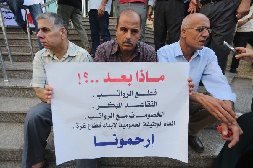 إحالة 2000 موظف للتقاعد المبكر الذي أقره مجلس الوزراء الفلسطيني